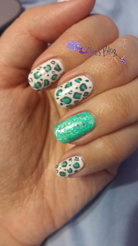 turquoise leopard print nails | sally hansen